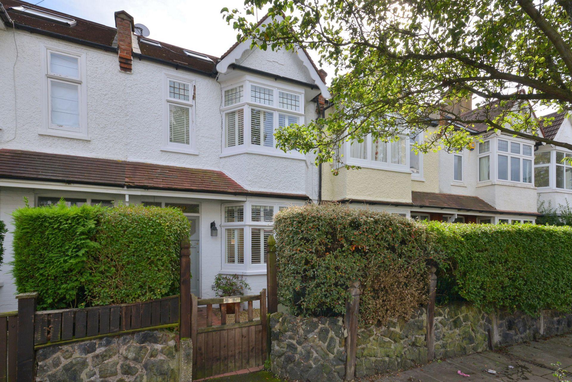 Rosslyn Avenue  Barnes  London  SW13