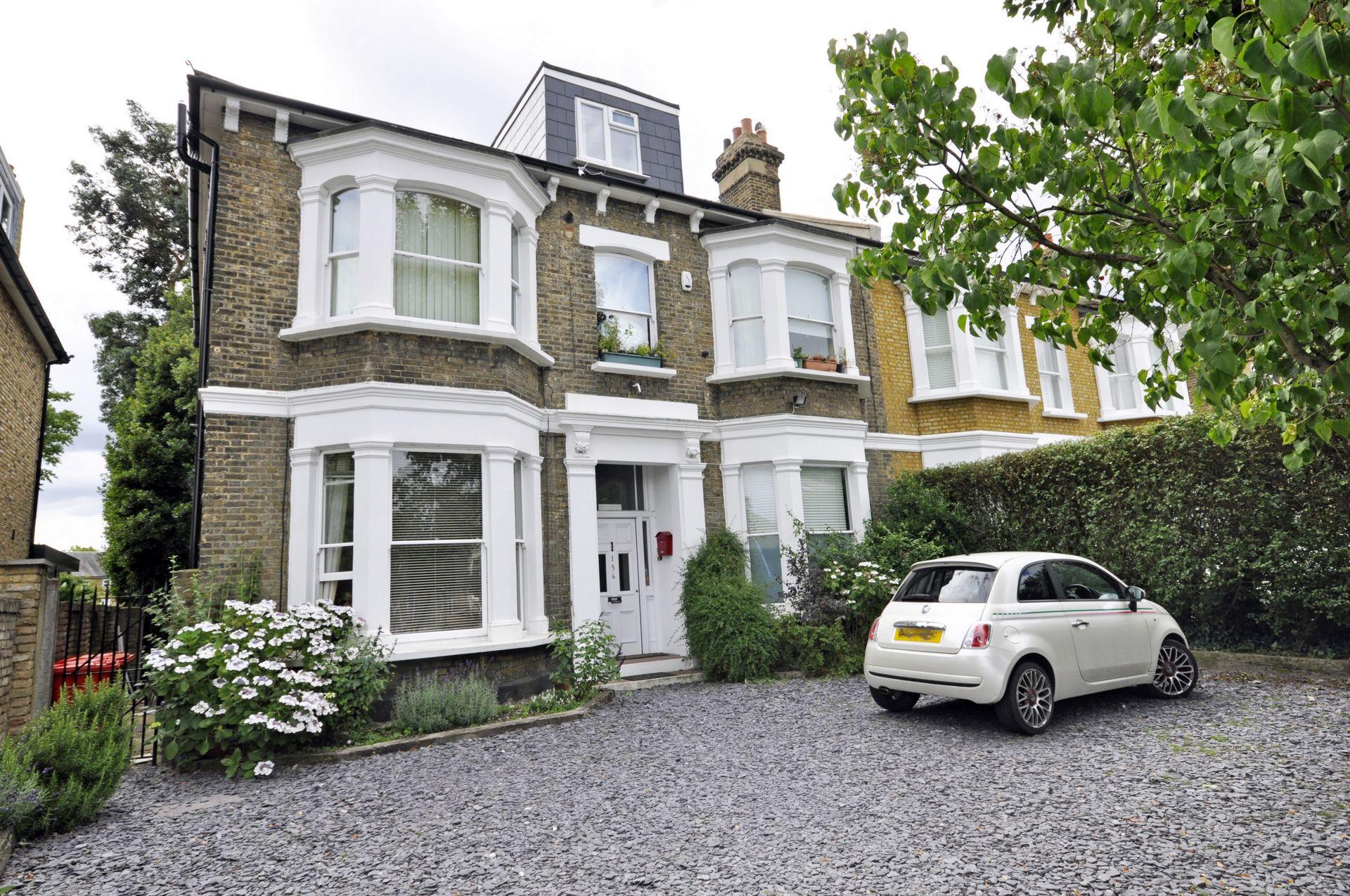 Castelnau  Barnes  London  SW13