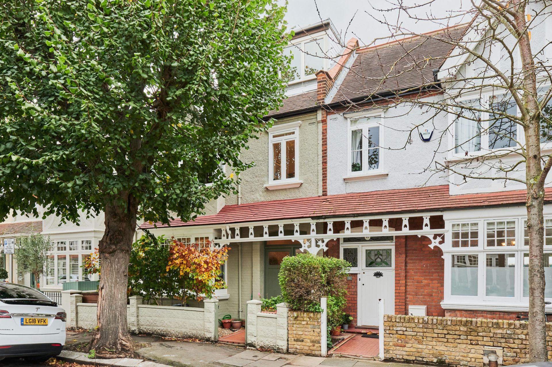 Byfeld Gardens  Barnes  London  SW13