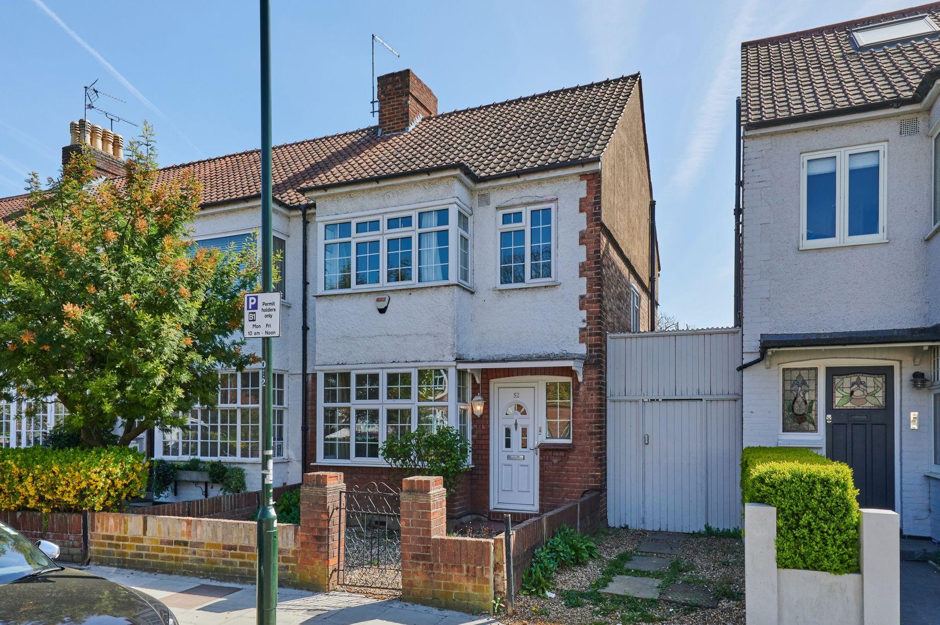 Boileau Road  Barnes  London  SW13