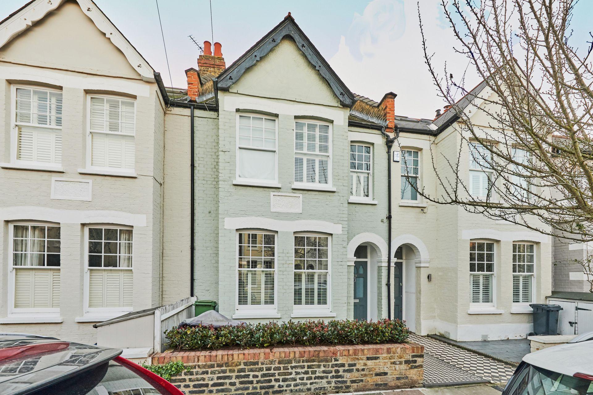 First Avenue  Mortlake  London  SW14