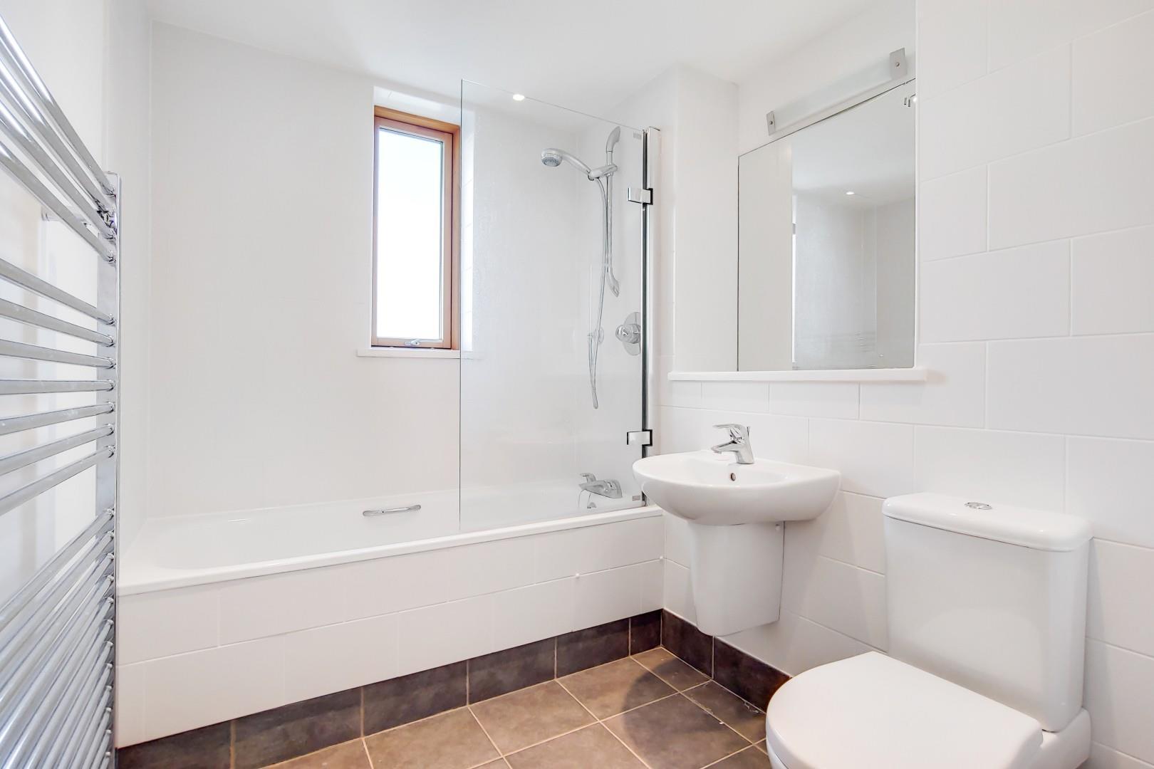 10_Bathroom-0.jpg