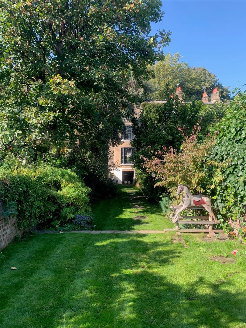 44 Cassland Road garden.jpg