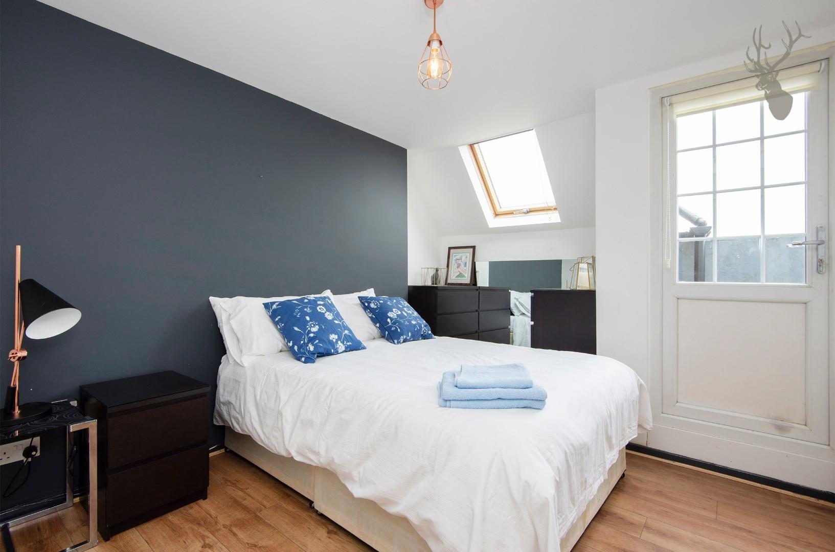 Flat 7, 586 Kingsland Road E8 Bedroom img 1.jpg