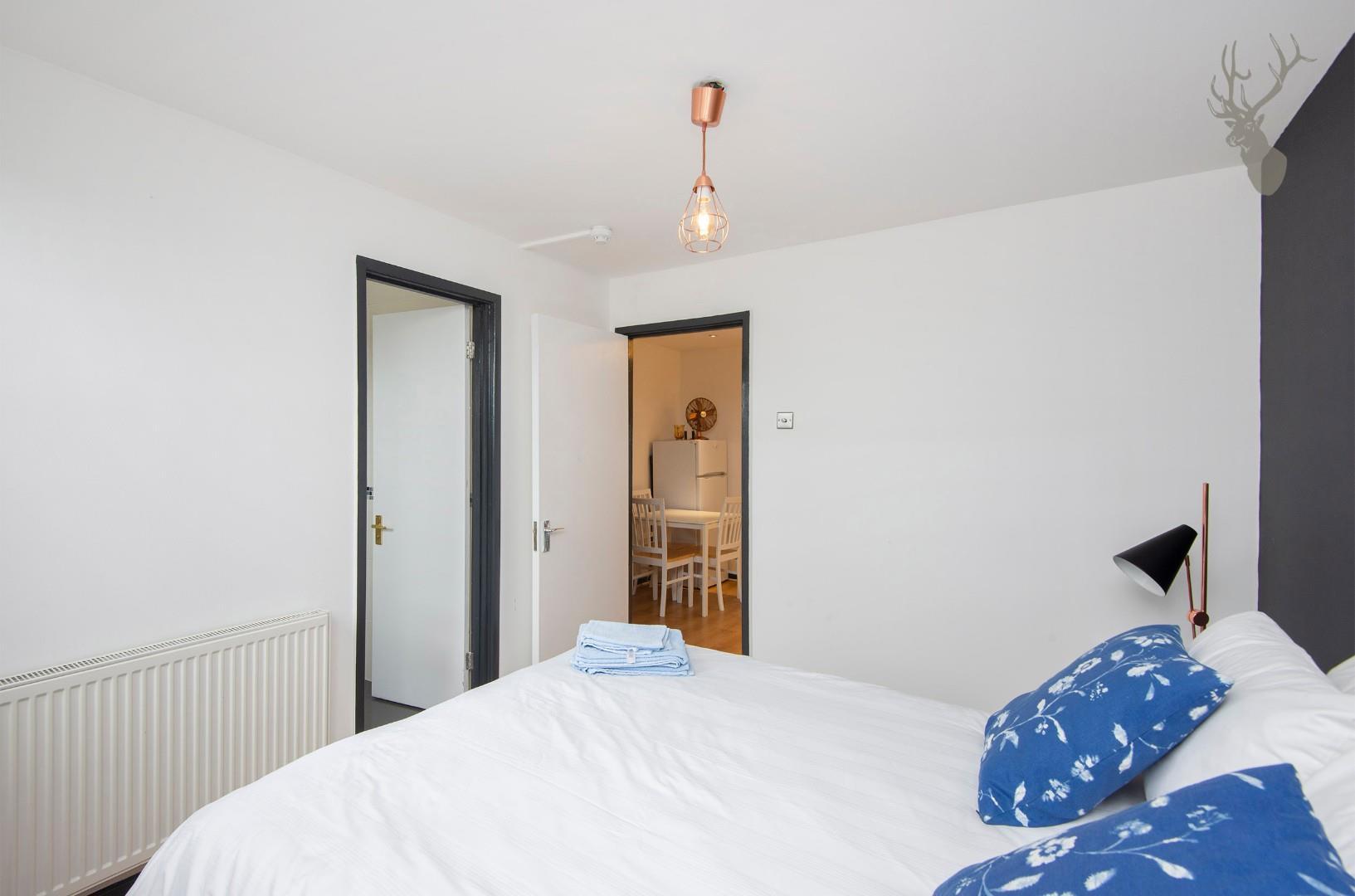 Flat 7, 586 Kingsland Road E8 Bedroom img 3.jpg