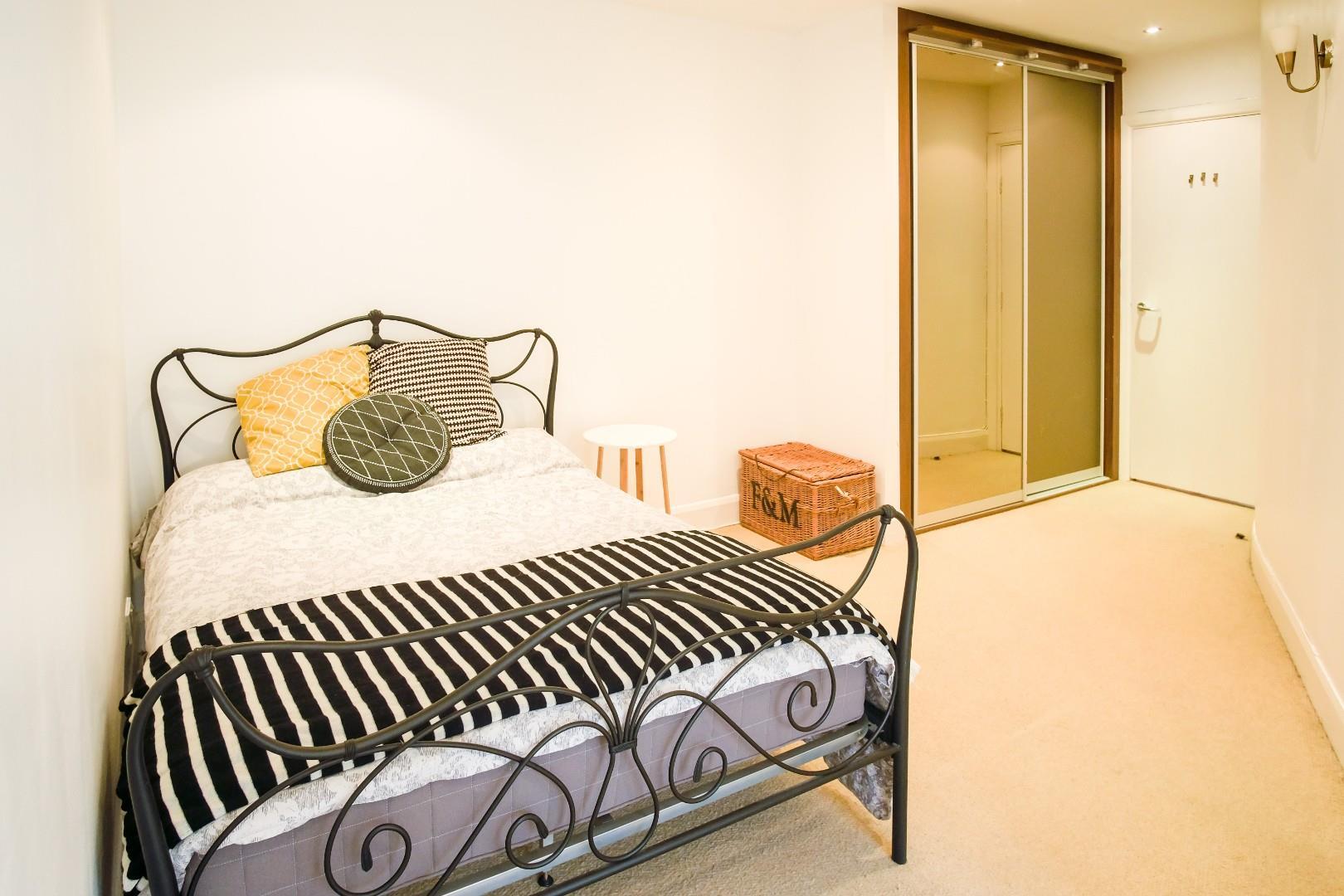 3 Flat-Bedroom.jpg