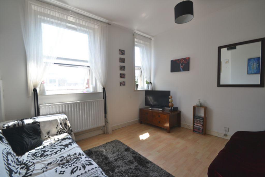 Stoke Newington High Street  Two Bedroom Flat in Stoke Newington  N16