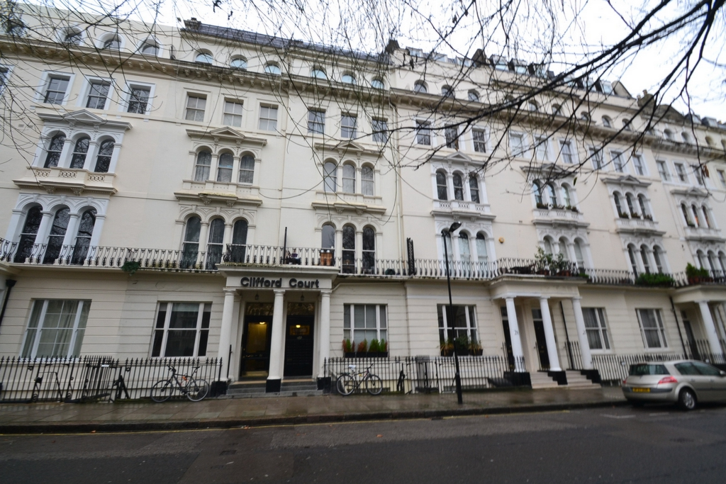 Kensington Gardens Square  Newly Refurbished Studio Flat North Kensington-Nottinghilh  W2