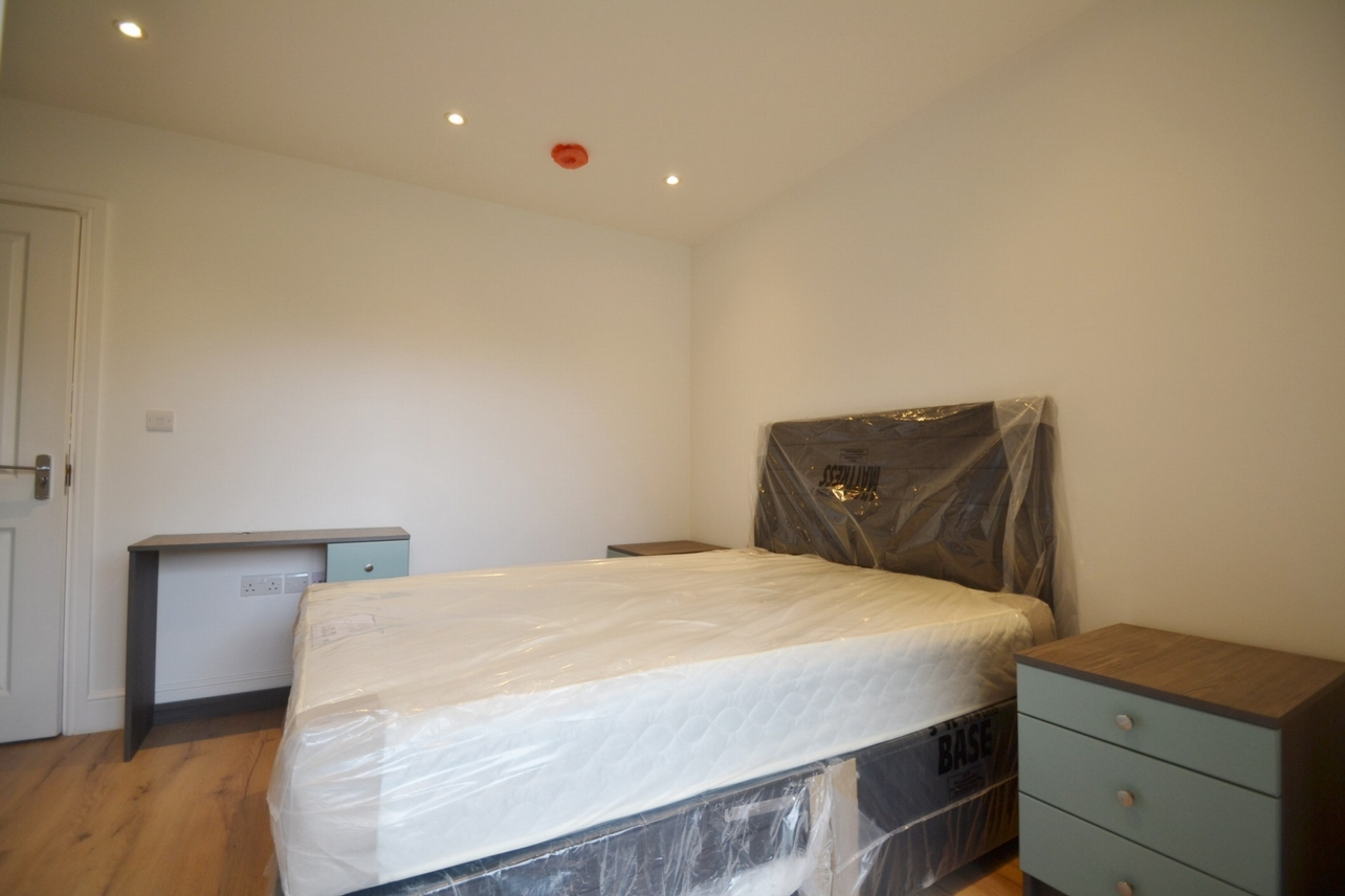 1st Floor Room 2 �825