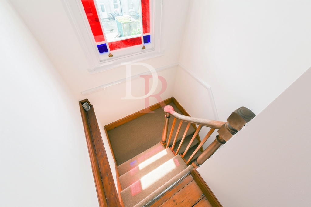 STAIRCASE TOP FLOOR