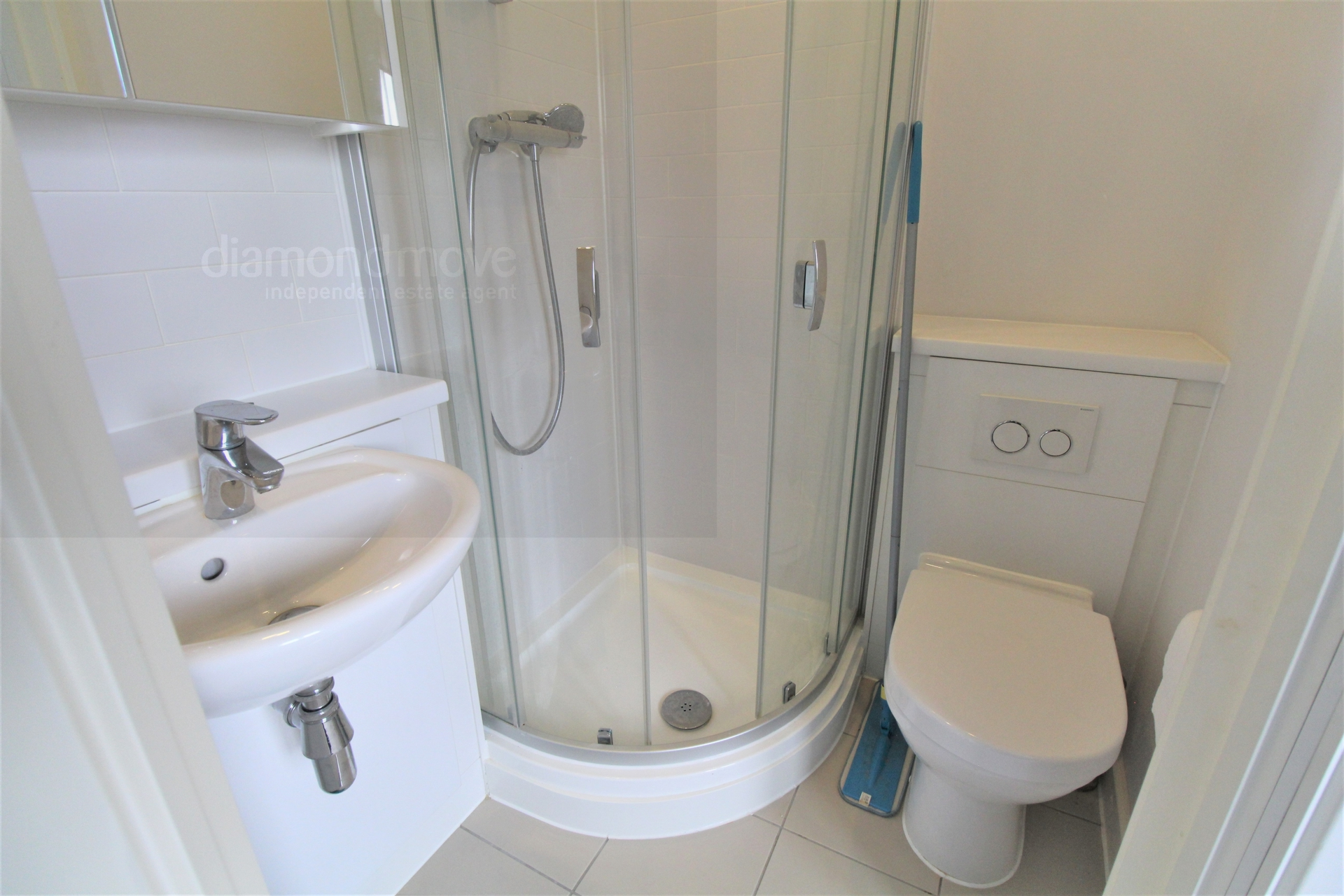 Ensuite to Bedroom3 -