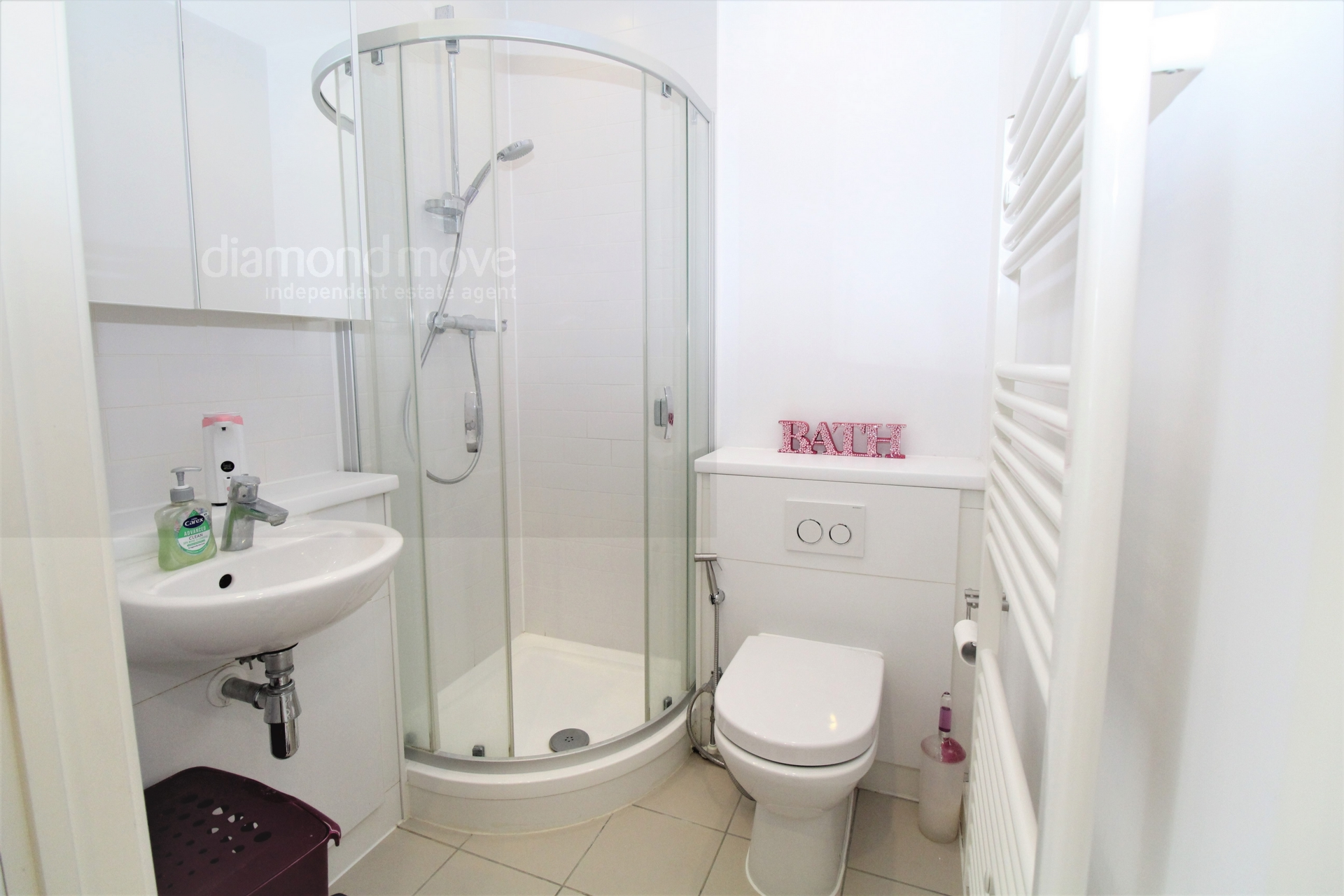 1st floor shower / WC -