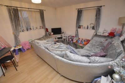 LOUNGE, Cransley Close, Hamilton, LE5