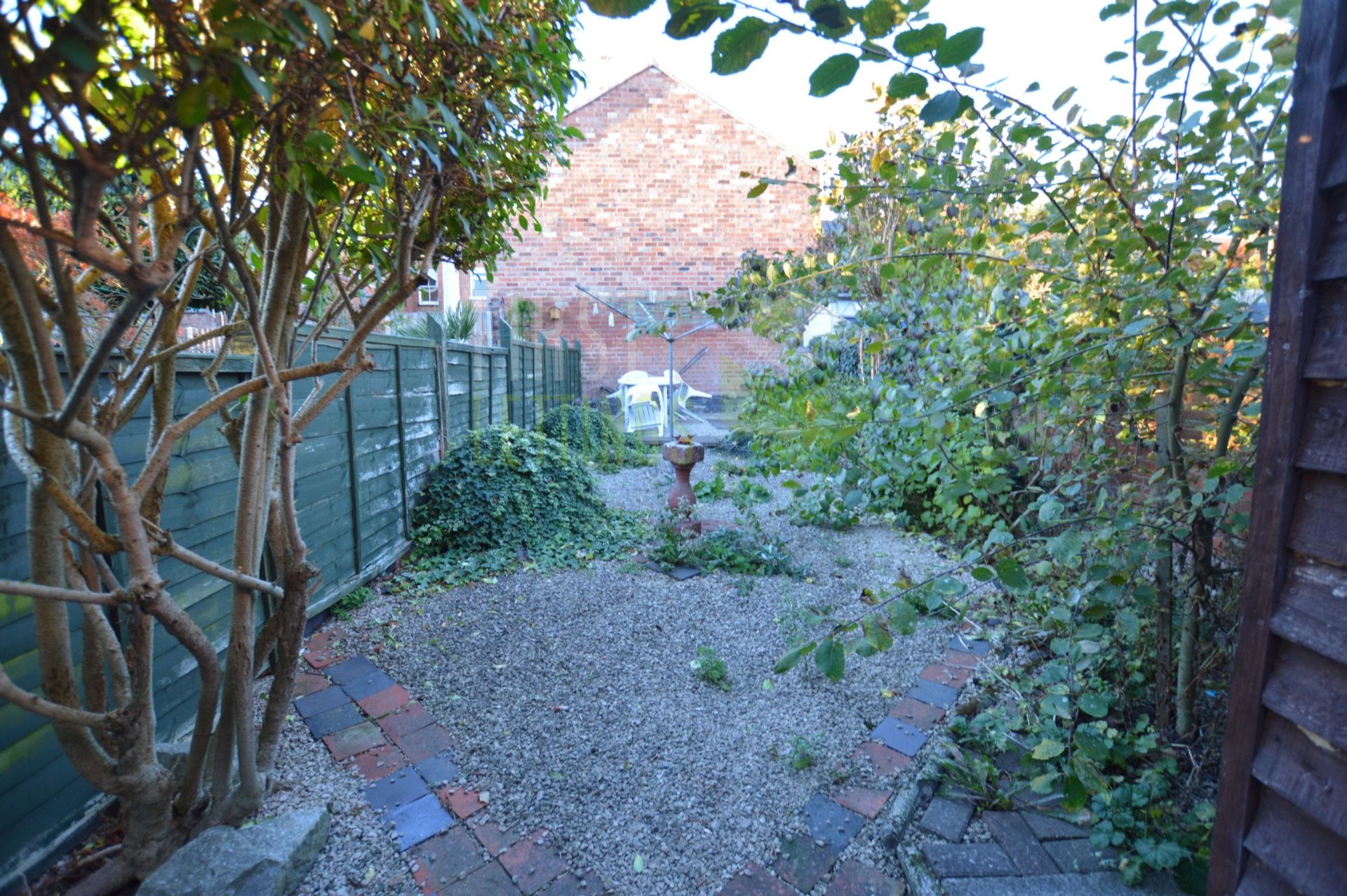 GARDEN WITH BIKE SHED
