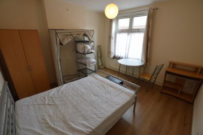 BEDROOM, Windermere Street, Leicester, LE2