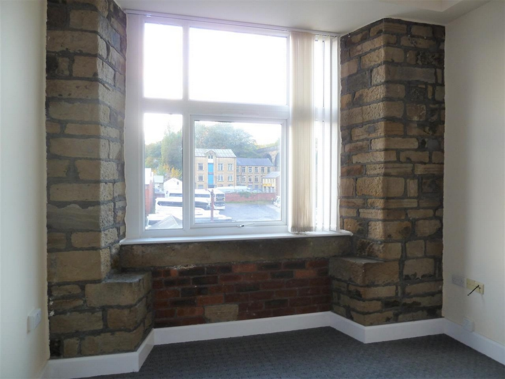 Feature Stonework to Lounge Window