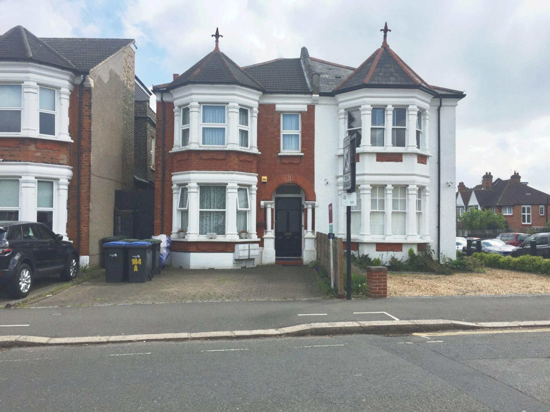 Hoppers Road  Winchmore Hill  N21