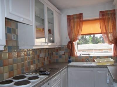 Into Kitchen Photo 3