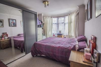 Dersingham Avenue  Manor Park  E12