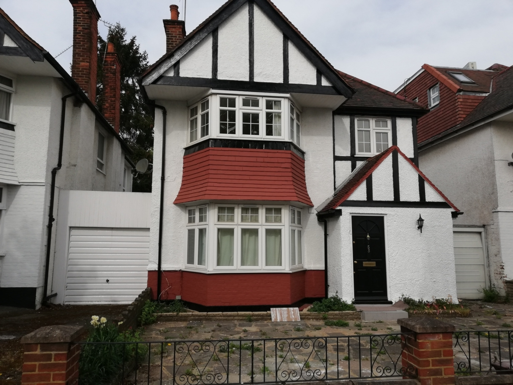 Rowsley Avenue  Hendon  NW4