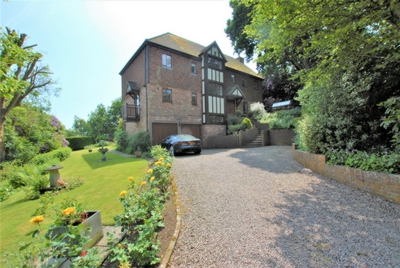 Front, Whitenbrook Dell, Hythe, CT21