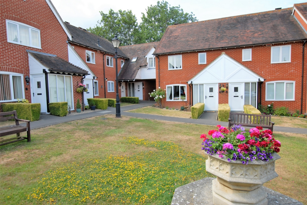 Front, Tanners Hill, Hythe, CT21