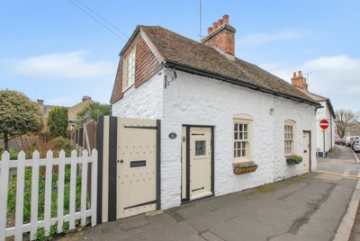 Front, Dymchurch Road, Hythe, CT21
