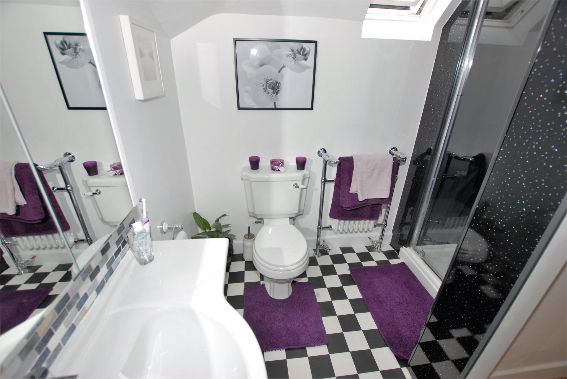 En-Suite Shower rm