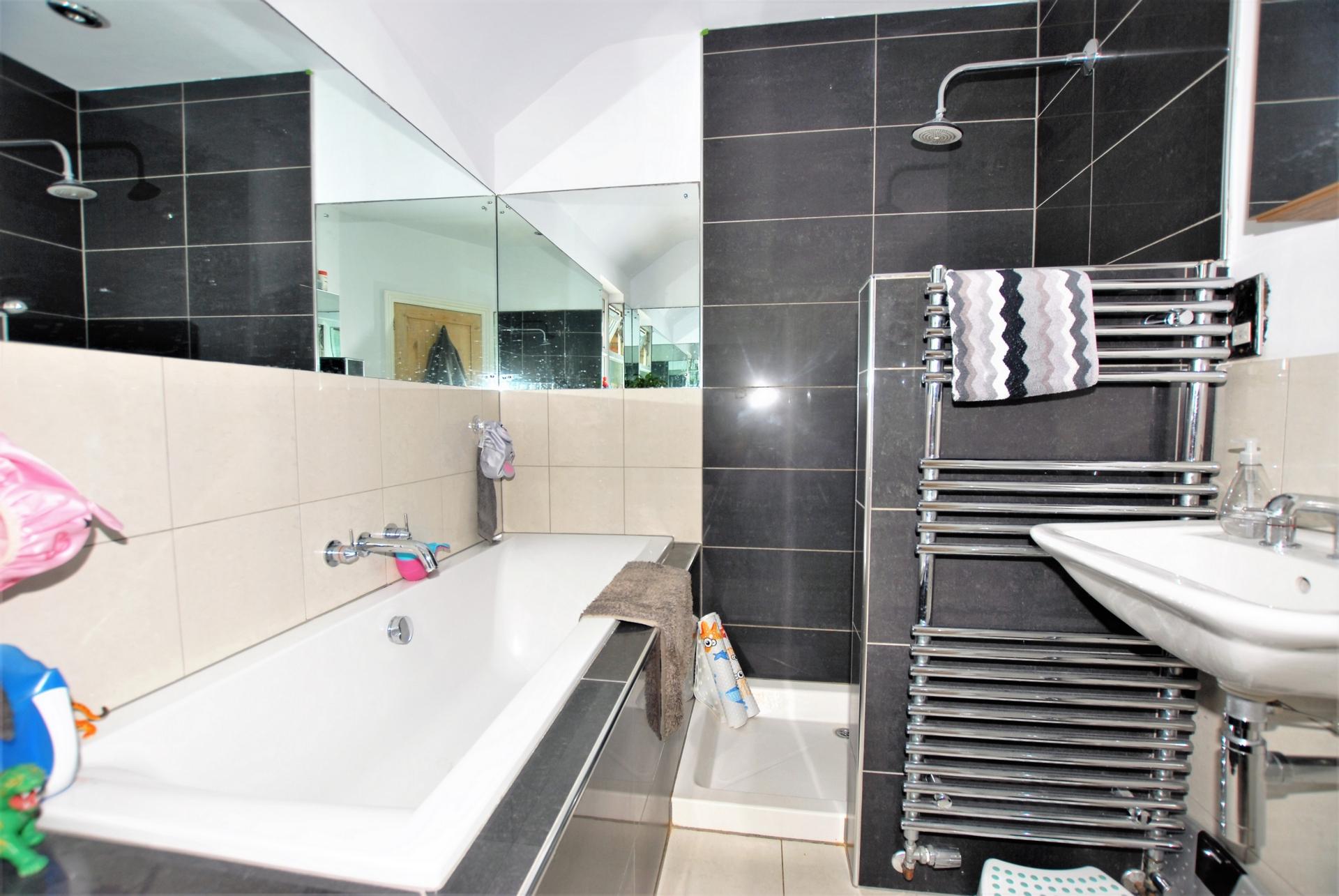 Bath & Shower rm