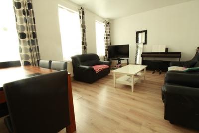 Living Room, High Street, Ponders End, EN3