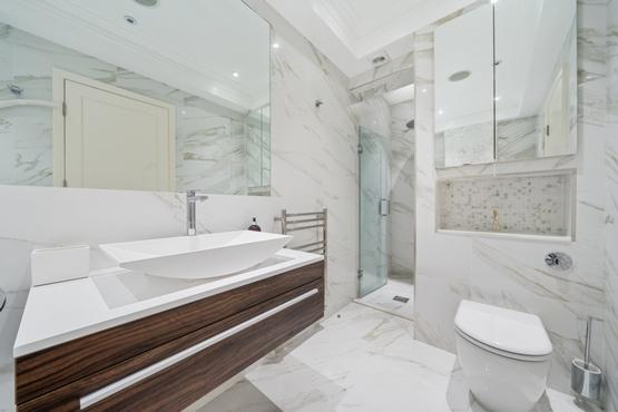 Principal Bathroom (2)