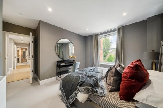 Primary Bedroom (2)