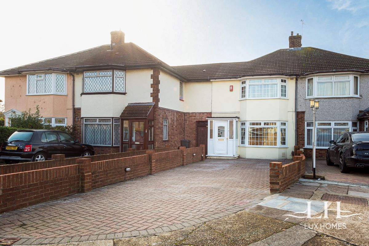 Esmond Close, Rainham  RM13