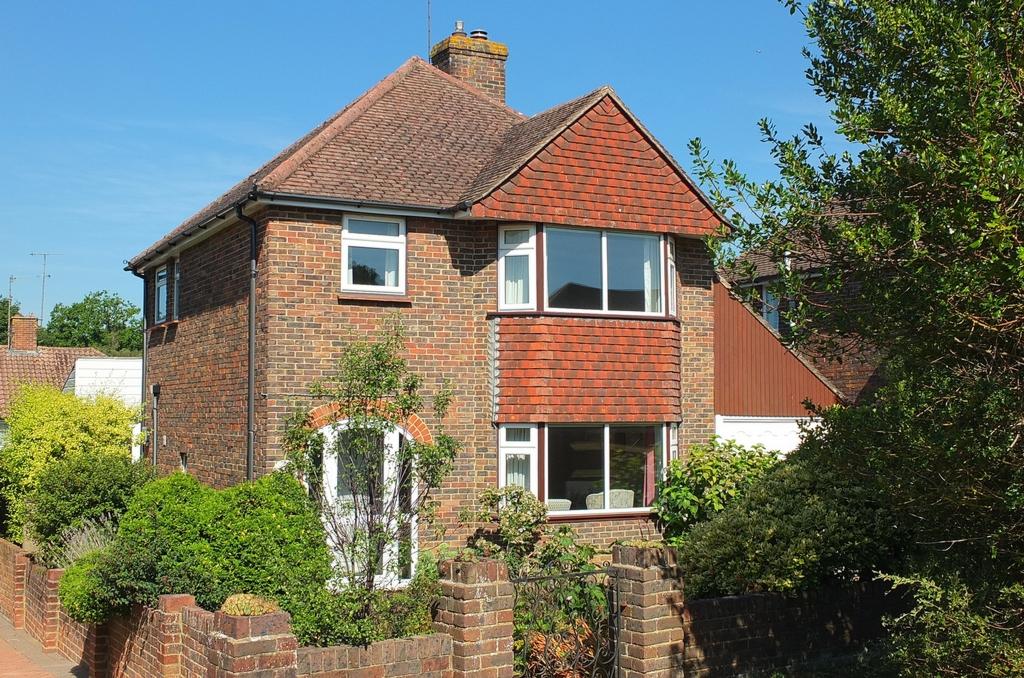 Photo 1, Ash Grove, Haywards Heath, RH16