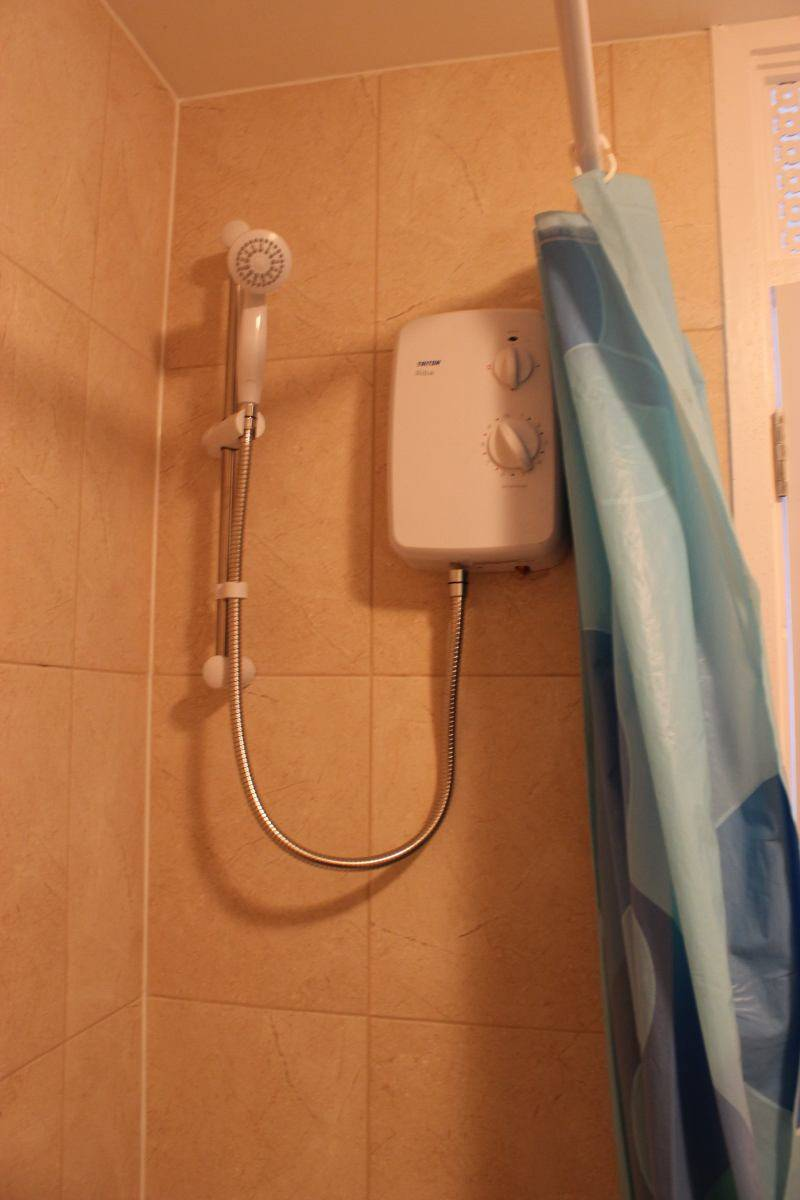 Electric power shower