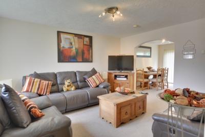 Lounge, Goddard Close, Maidenbower, RH10