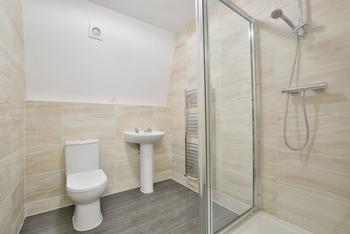 Commuinal Shower Rm