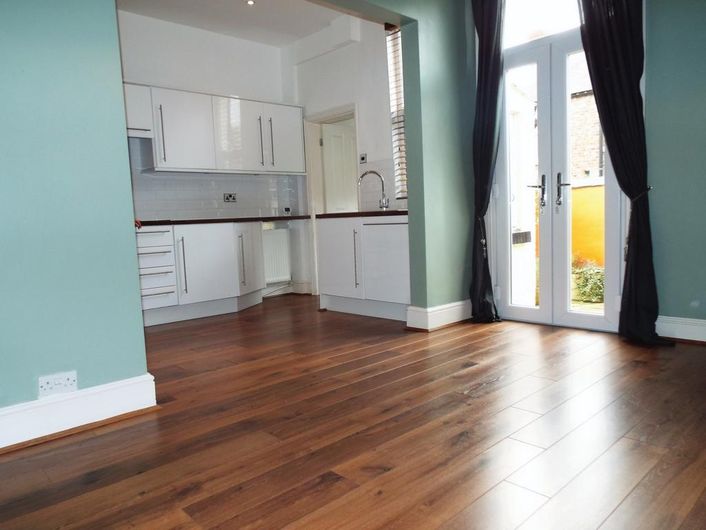 Property to rent centreville road liverpool l18 3 for How much is a bathroom worth on an appraisal