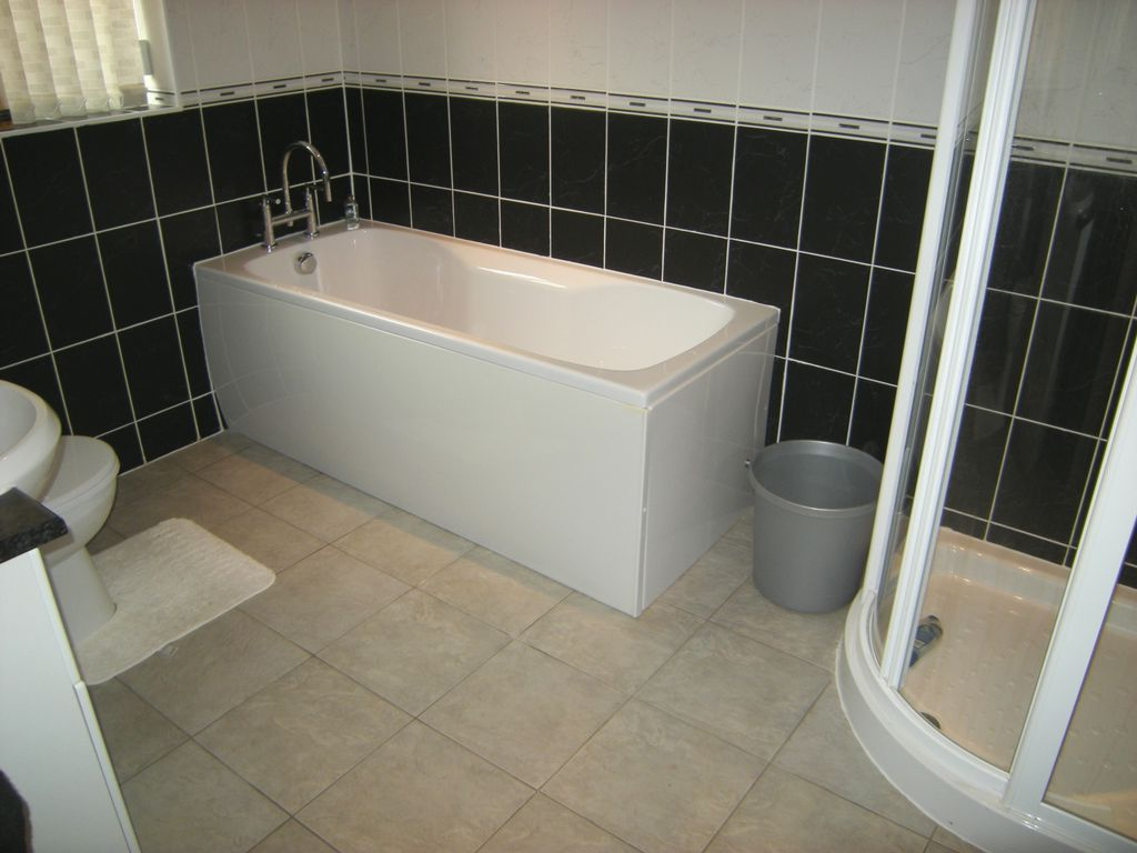 GROUND FLOOR BATHROOM