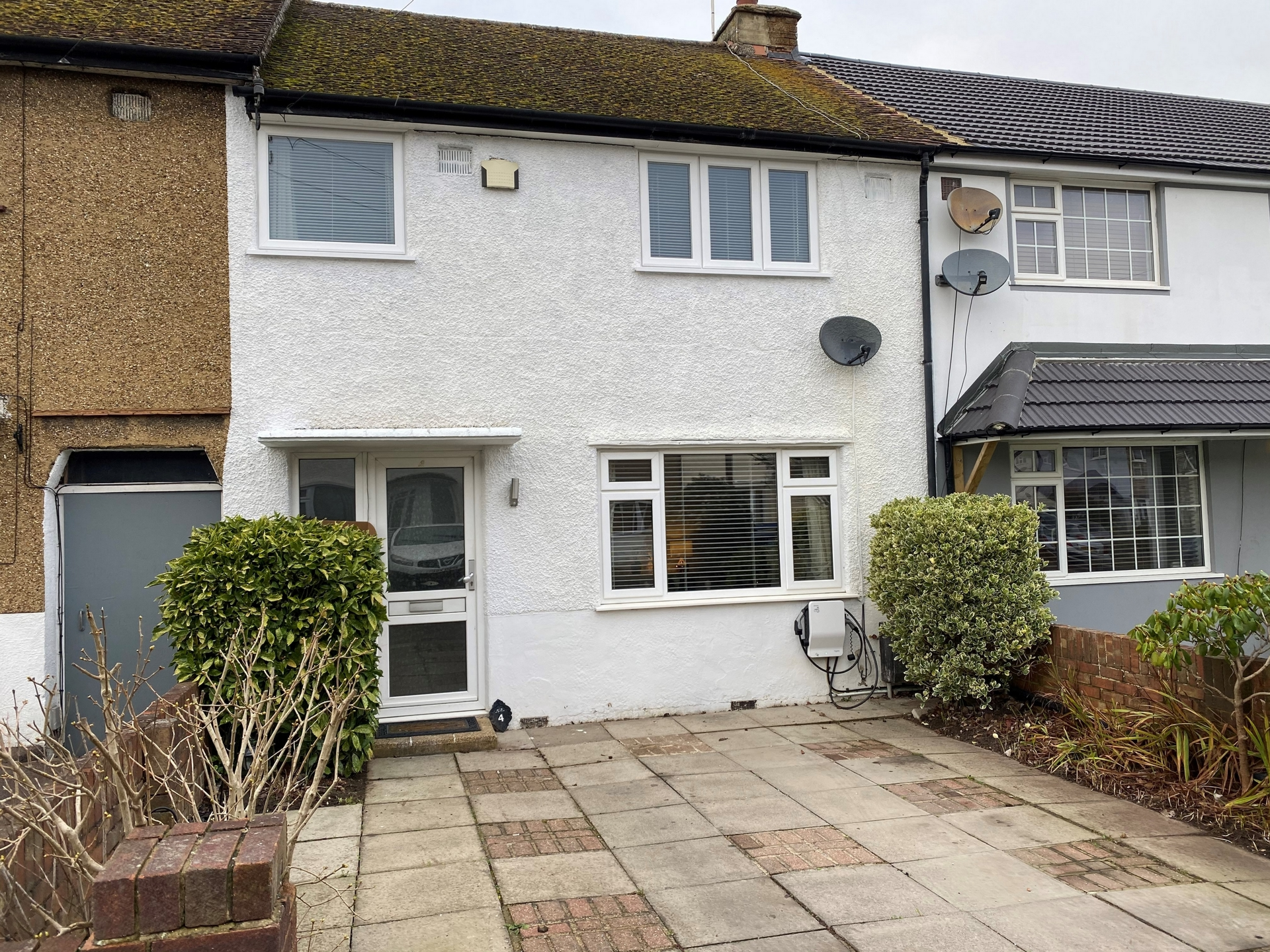 Coombes Road  London Colney  AL2