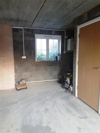 Garage 1a.jpg