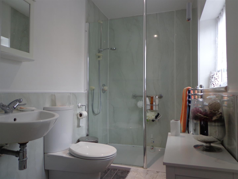 Ground Floor En-suite Shower/WCm