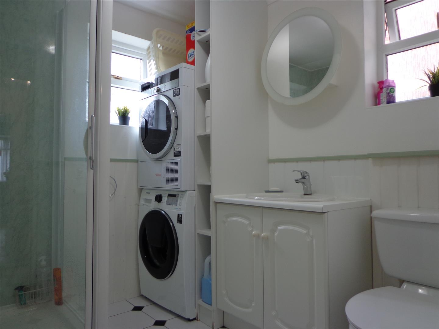 Shower/WC/Laundry Room