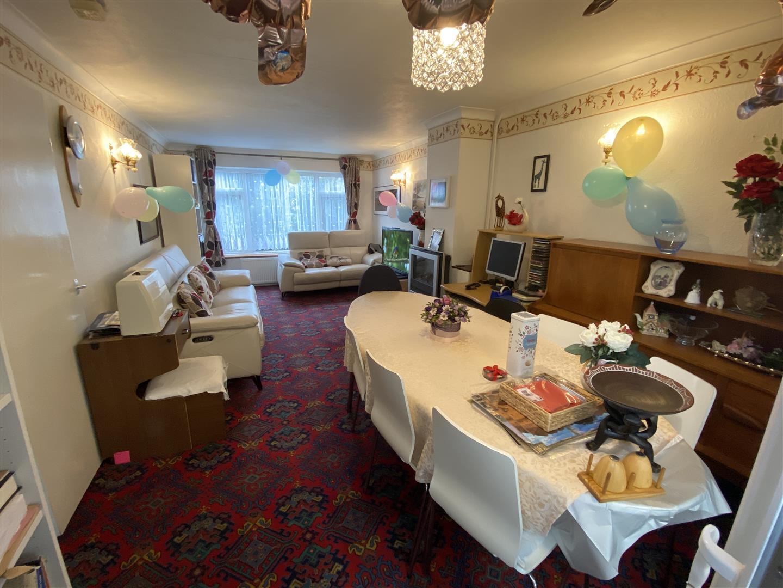 Lounge/Diner.jpg