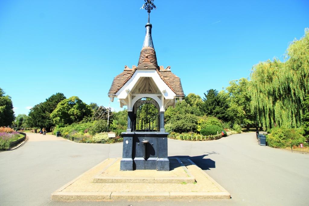 Roundwood Park