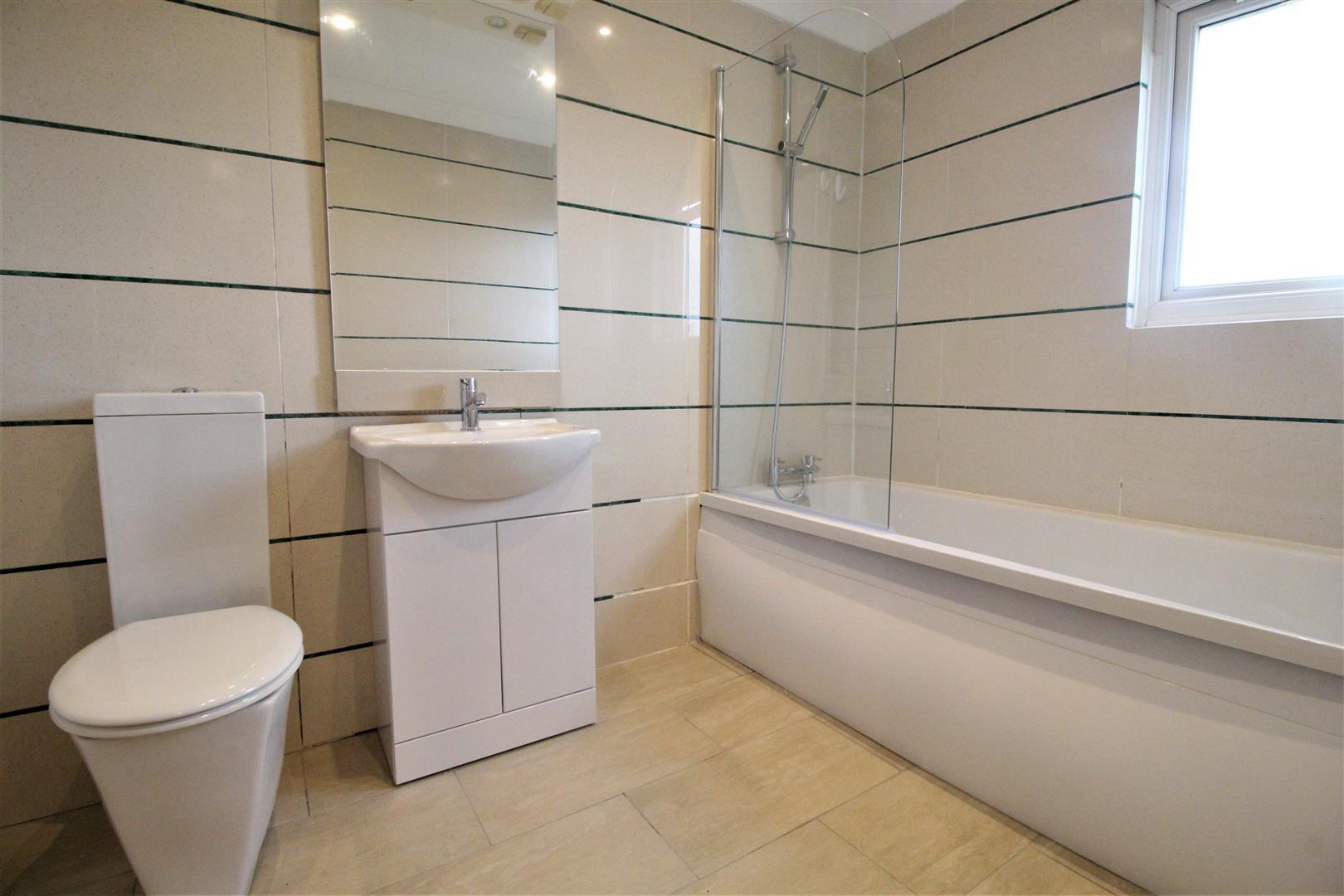 1En Suite Bathroom