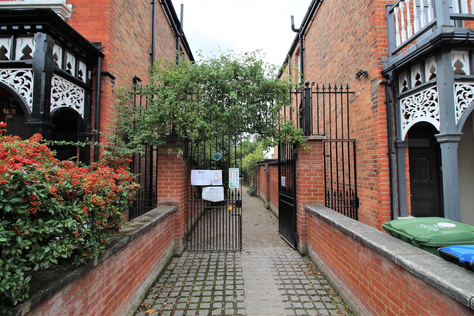 Mapesbury Dell Entrance