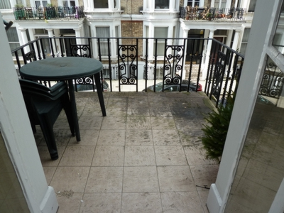 Cheniston Gardens  Kensington  W8