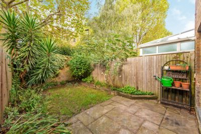 West Gardens  London  E1W