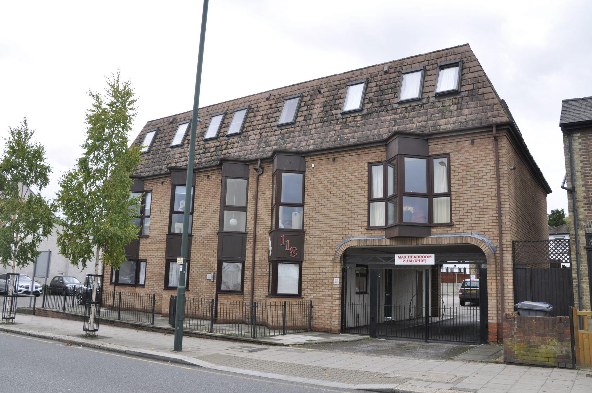 East Barnet Road  New Barnet  Herts  EN4
